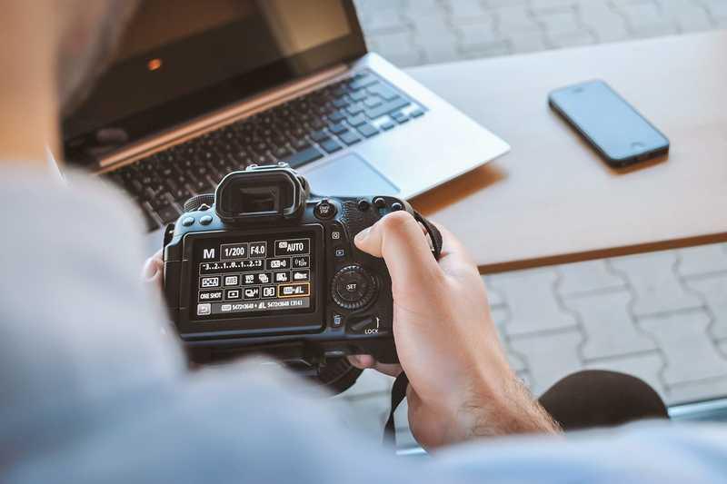 128c8c2ef17b Ο ρόλος του επαγγελματία φωτογράφου στην εικόνα ενός προϊόντος ...